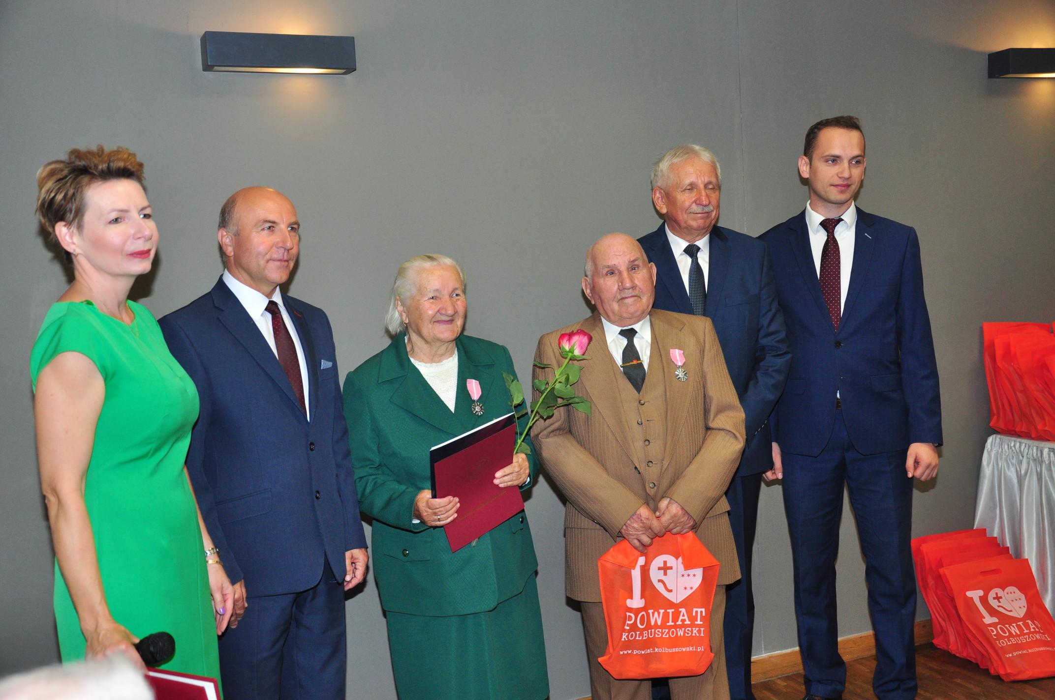W sobotę, 22 września, 33 pary otrzymały odznaczenia za wieloletnie pożycie małżeńskie [GALERIA ZDJĘĆ]  - Zdjęcie główne