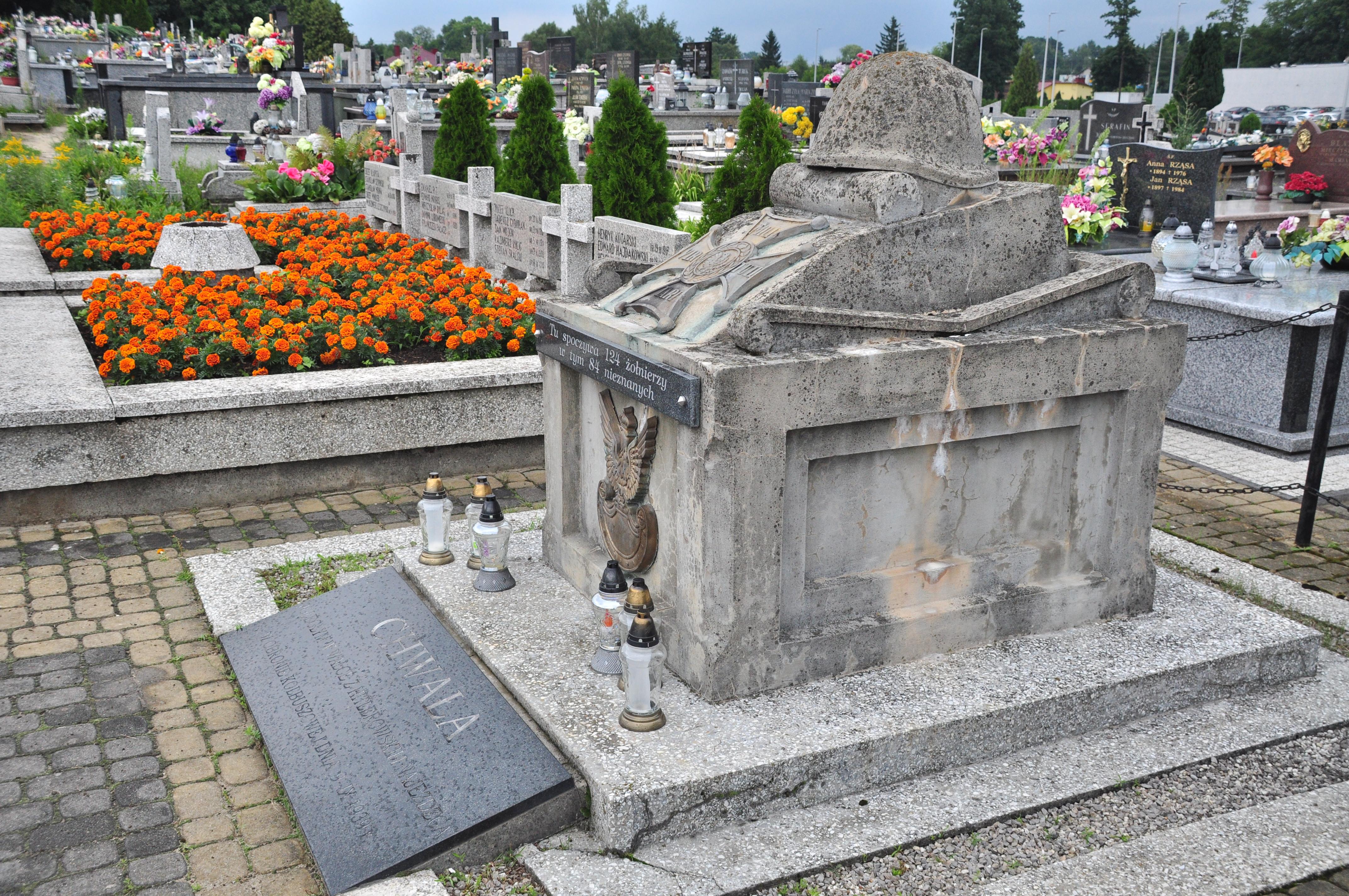 Gmina Kolbuszowa. Wygląda na to, że miejsce upamiętniające poległych żołnierzy będzie musiało jeszcze poczekać na potrzebny remont - Zdjęcie główne