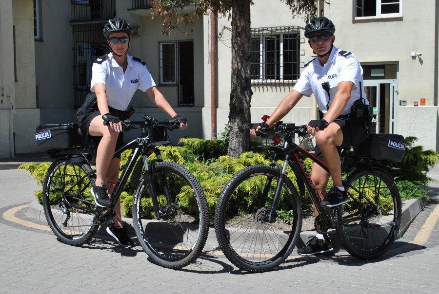 Policjanci na rowerach z okazji Dnia Roweru apelują - Zdjęcie główne