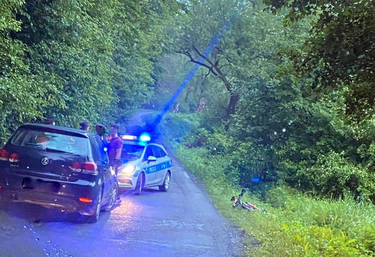 MIĘDZYBRODZIE: Rowerzysta upadł tuż przed samochodem [FOTO] - Zdjęcie główne