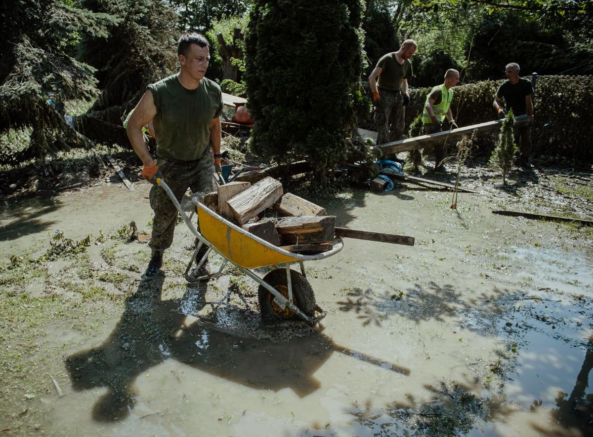 Podkarpaccy Terytorialsi pomagają w akcji przeciwpowodziowej [FOTO] - Zdjęcie główne