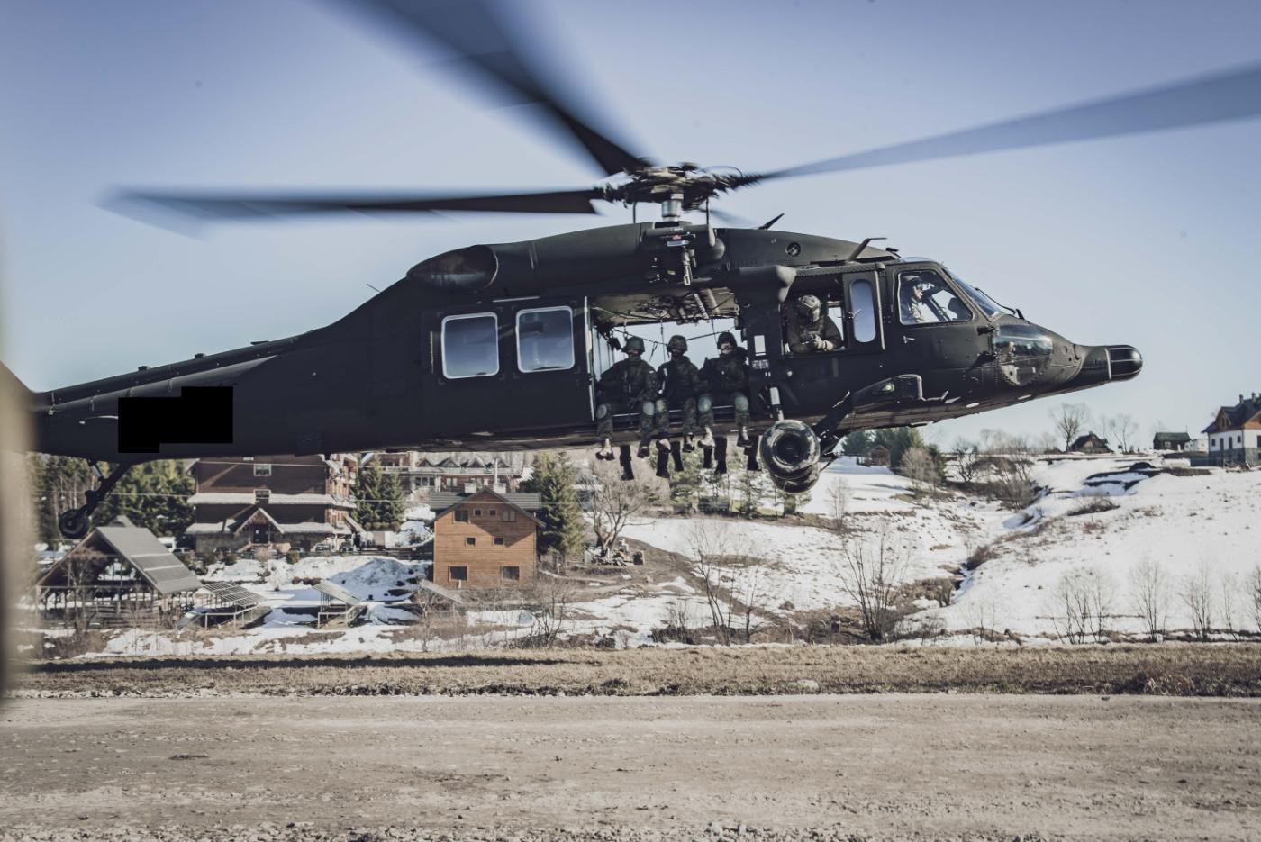 Śmigłowiec Black Hawk na bieszczadzkim niebie. Co tam się wydarzyło? [ZDJĘCIA] - Zdjęcie główne
