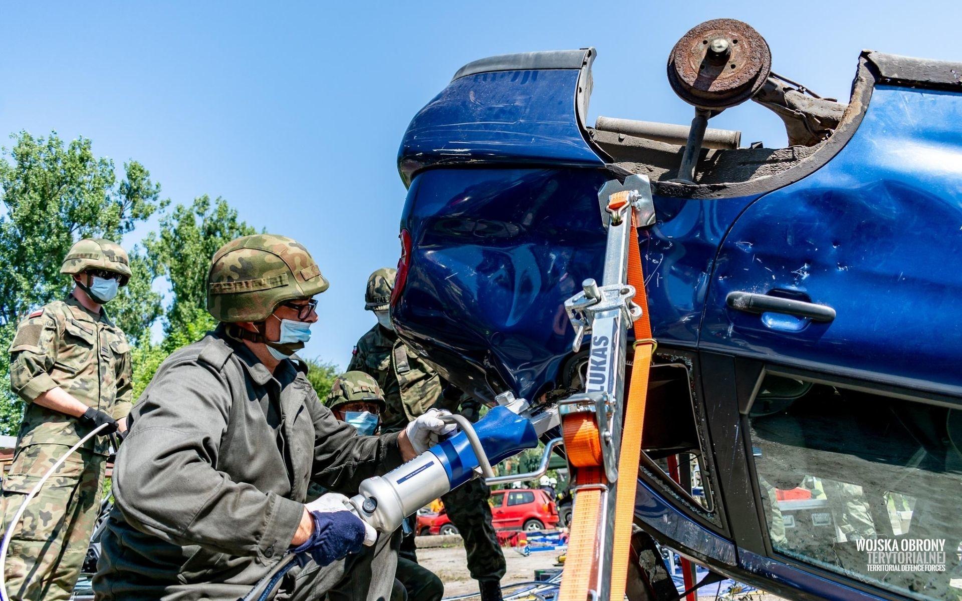Terytorialsi ćwiczyli jak ratować ofiary wypadków drogowych [FOTO] - Zdjęcie główne