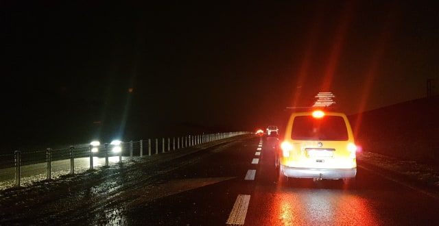 UWAGA! Szklanka na obwodnicy Sanoka. Piaskarka stanęła w poprzek drogi [ZDJĘCIA+WIDEO] - Zdjęcie główne