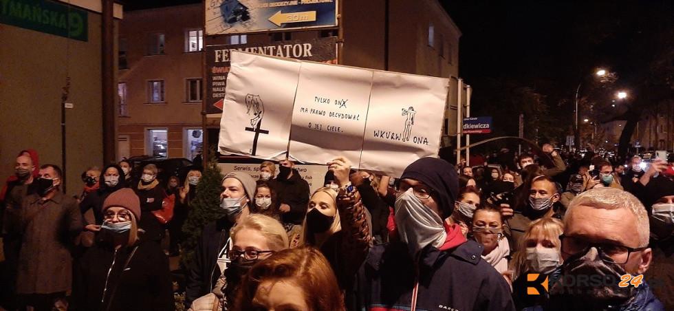 """Region. Pogrzeb Praw Kobiet ostro do członków PiS-u: """"Wypie****ać"""" [FOTO, VIDEO] - Zdjęcie główne"""