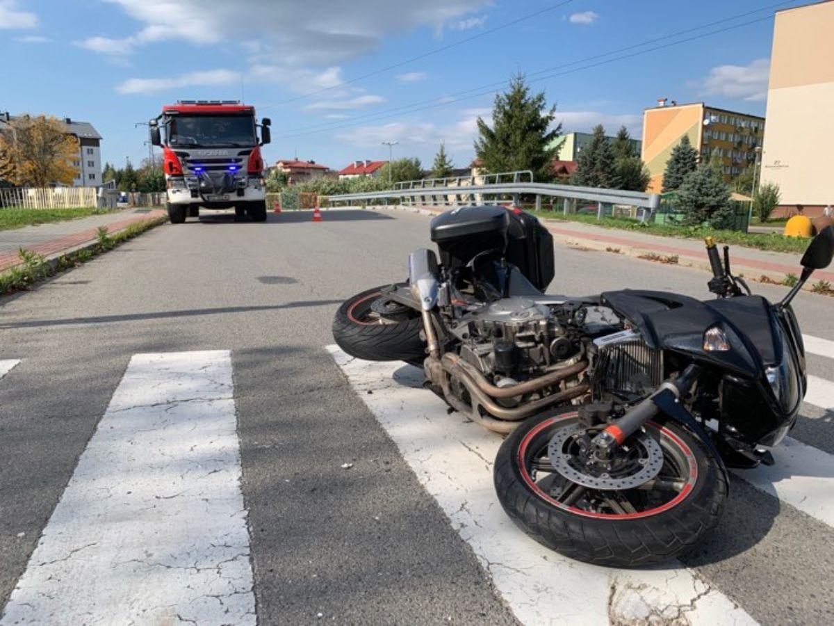 Z OSTATNIEJ CHWILI: Zderzenie motocyklisty z busem na ul. Kawczyńskiego [ZDJĘCIA] - Zdjęcie główne