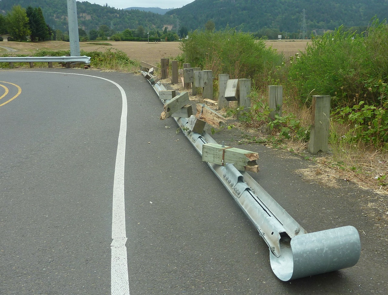 USTJANOWA: Pijany wjechał w barierę drogową - Zdjęcie główne