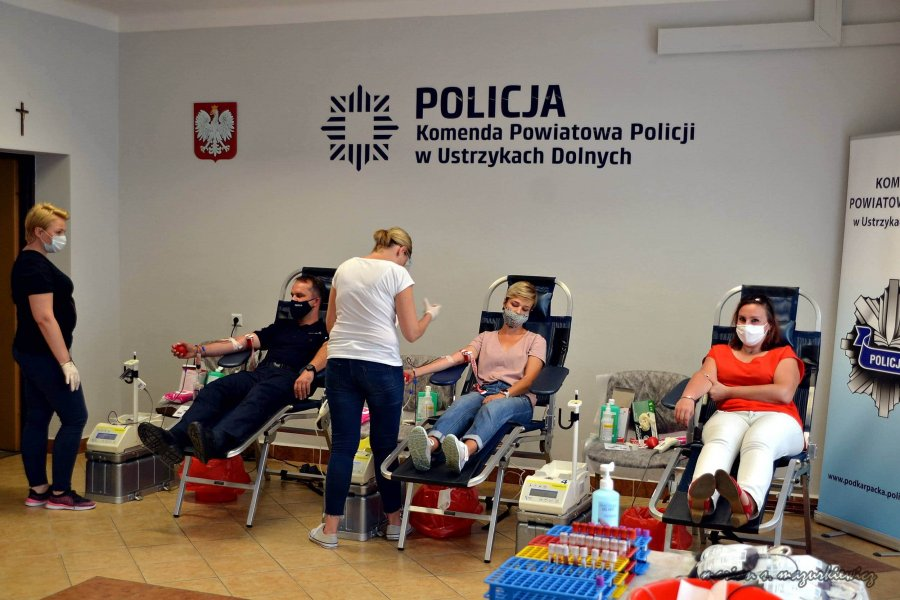 Ustrzyki Dolne: Funkcjonariusze policji oddali krew [FOTO] - Zdjęcie główne