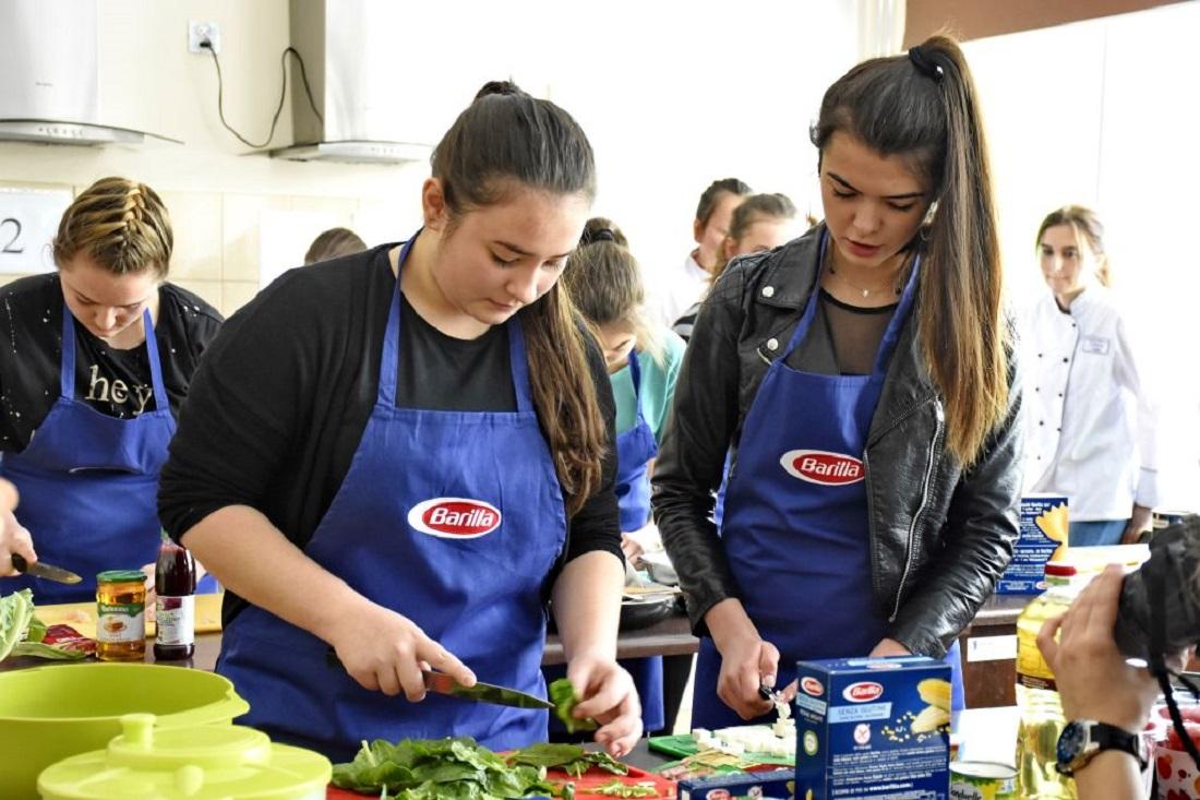 Gimnazjaliści mistrzami kuchni włoskiej - Zdjęcie główne