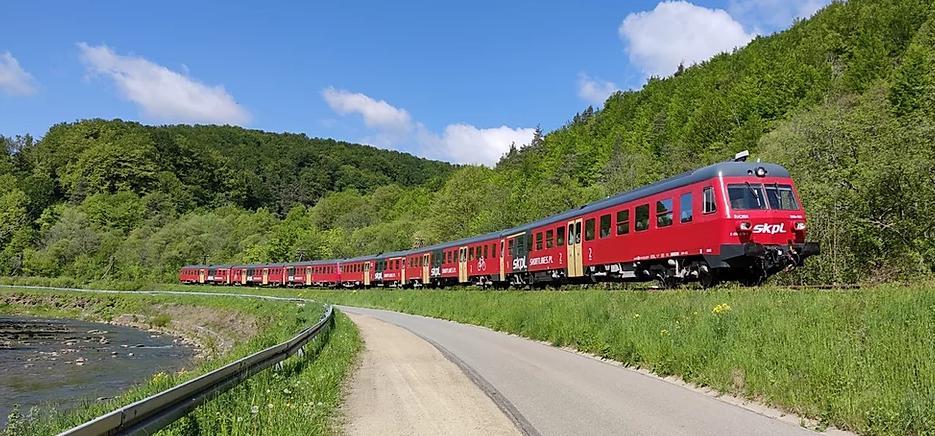 Wsiądź do pociągu nie byle jakiego! Ruszyły wakacyjne połączenia turystyczne w Bieszczady! - Zdjęcie główne