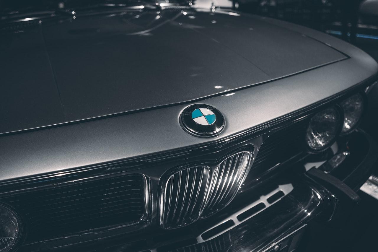 Podkarpacie. BMW zderzyło się z VW i Mazdą. 3 osoby ranne - Zdjęcie główne