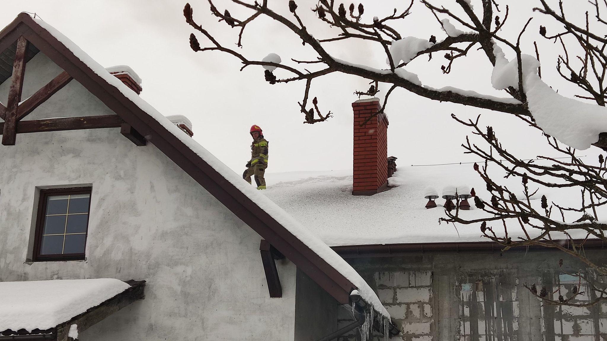 BYKOWCE: Pożar sadzy w kominie [FOTO+VIDEO] - Zdjęcie główne