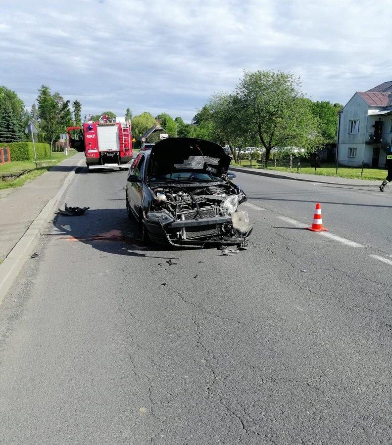 HUMNISKA. Zderzenie dwóch pojazdów. Dwie osoby trafiły do szpitala [FOTO] - Zdjęcie główne