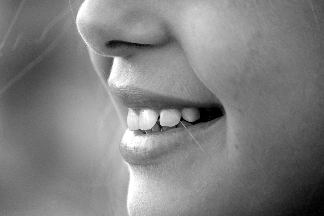 Duży procent chorych na COVID-19 wykazuje zaburzenia węchu i smaku - Zdjęcie główne