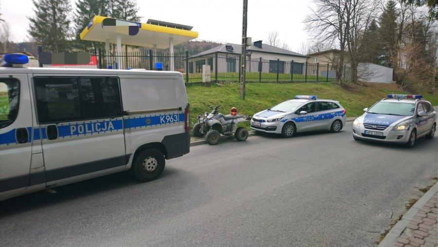 USTRZYKI DOLNE: Uciekał quadem przed funkcjonariuszami - uderzył w radiowóz - Zdjęcie główne