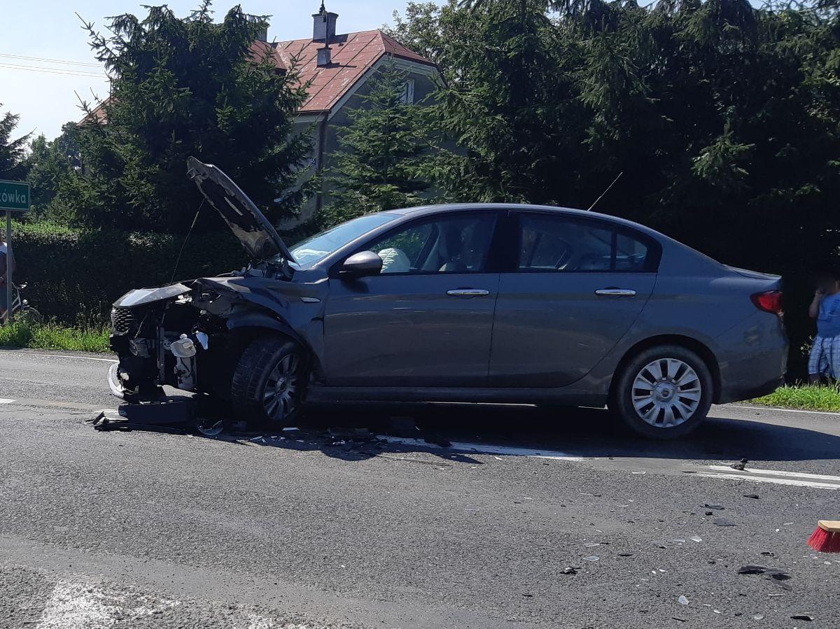 Kolizja 2 pojazdów w miejscowości Długie [FOTO] - Zdjęcie główne