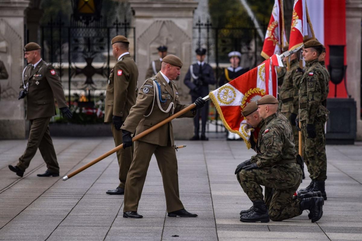 """""""Honor służby jest jak sztandar, z którym żołnierz rozstaje się wraz z życiem""""  - Zdjęcie główne"""