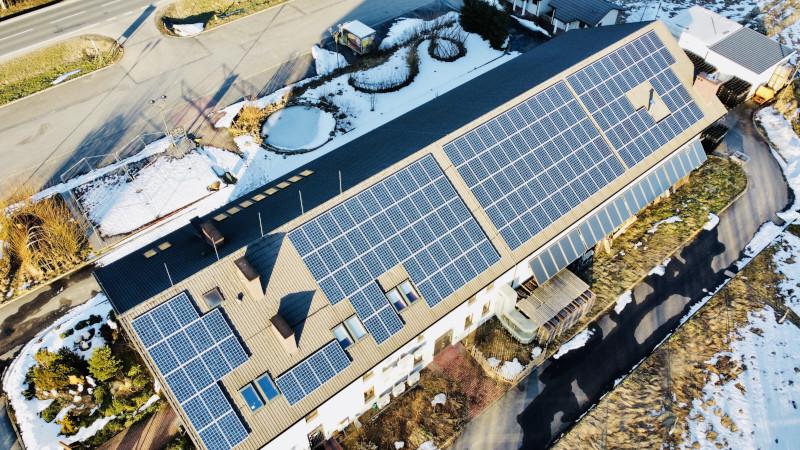 BIESZCZADY: Powstała pierwsza stacja ładowania samochodów elektrycznych [ZDJĘCIA] - Zdjęcie główne
