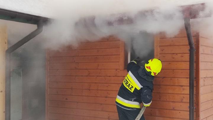 Z OSTATNIEJ CHWILI: Pożar domku letniskowego w Załużu [ZDJĘCIA+FILM] - Zdjęcie główne