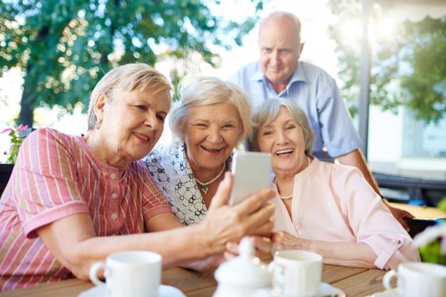 Przyjemna jesień życia. Komfort psychiczny bliskich - te domy seniora potrafią to zapewnić - Zdjęcie główne