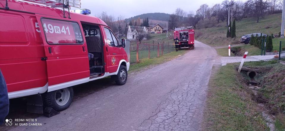 Wóz strażacki nie odpalił. Prywatnymi samochodami ruszyli ratować ludzkie życie! [FOTO] - Zdjęcie główne