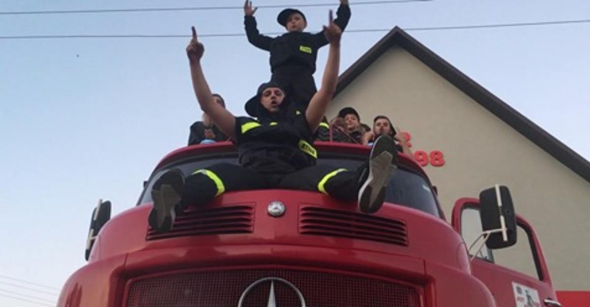 Strażacy z OSP Uherce Mineralne odpowiadają na wyzwanie #hot16challange2 [VIDEO] - Zdjęcie główne