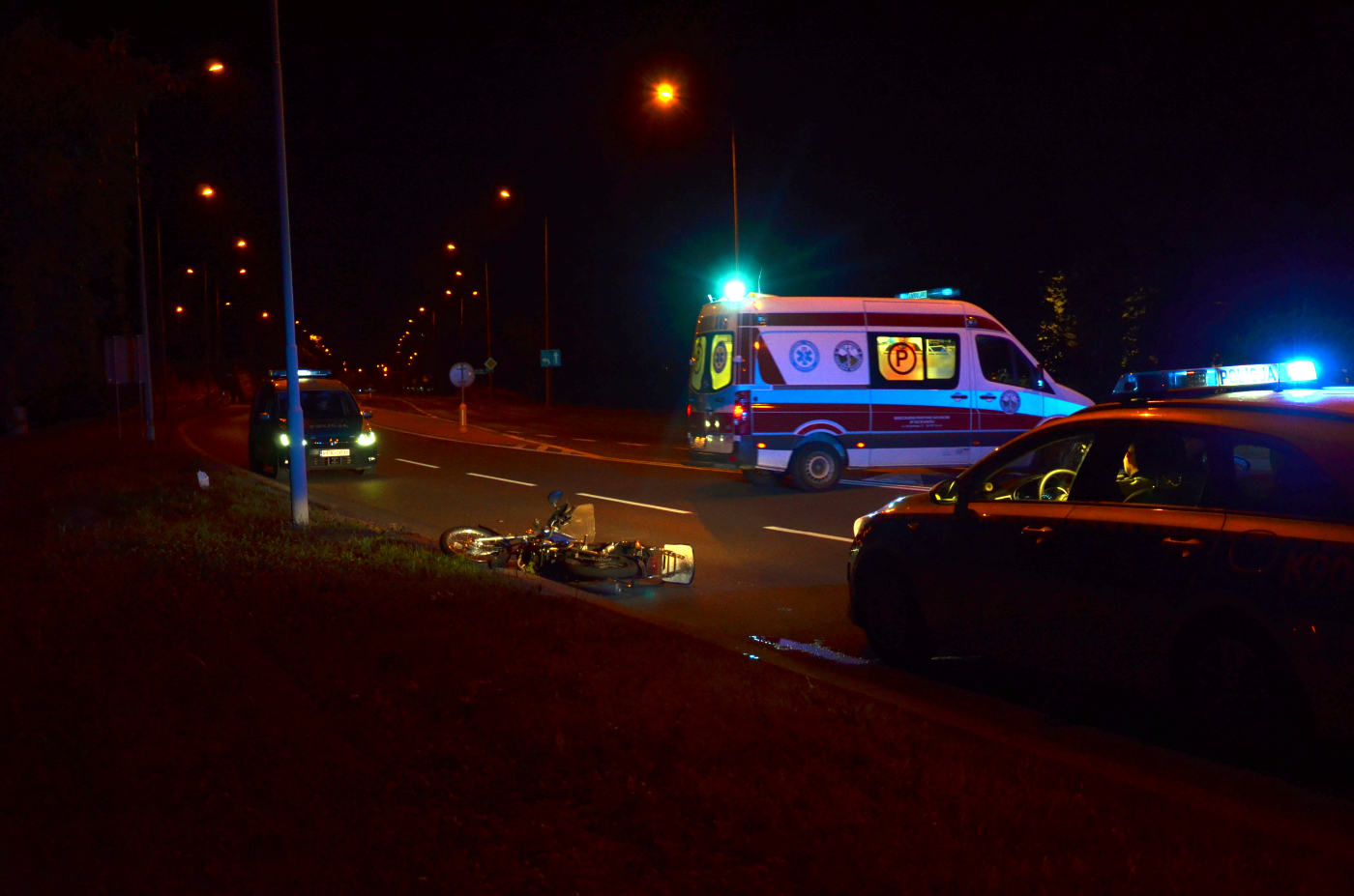 SANOK: Wypadek jednośladu na Królowej Bony. Kierowca przetransportowany do szpitala [ZDJĘCIA+WIDEO] - Zdjęcie główne