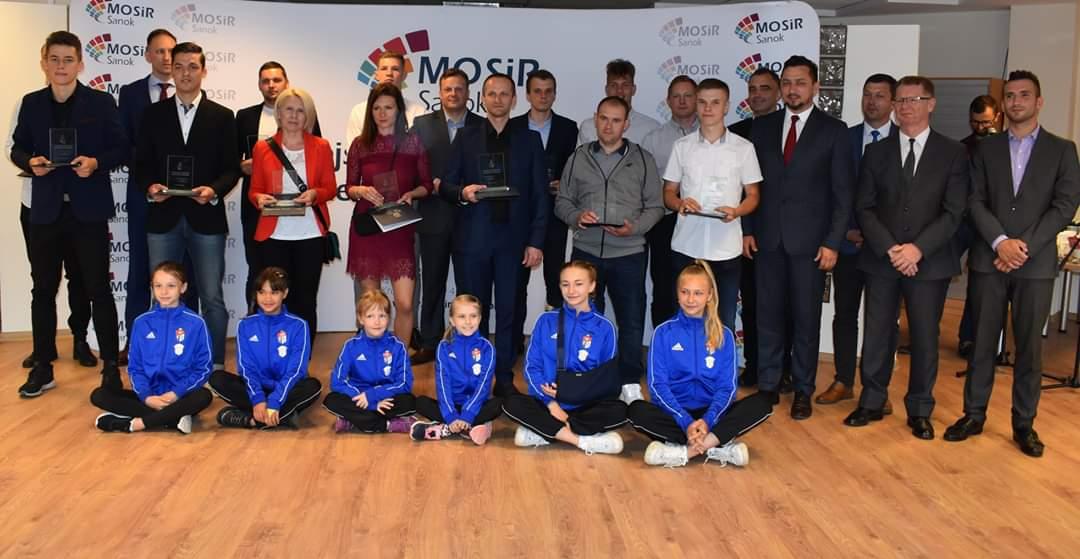 Nagrody dla wybitnych sportowców z rąk burmistrza - Zdjęcie główne