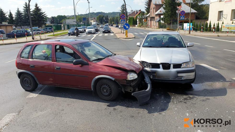 Sanok: Wjechała na czerwonym na skrzyżowanie [FOTO] - Zdjęcie główne