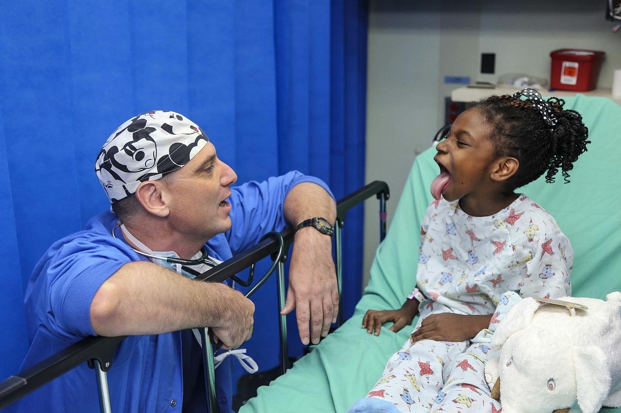 Cuomo ostrzega przed atakującą dzieci chorobą związaną z Covid-19 - Zdjęcie główne
