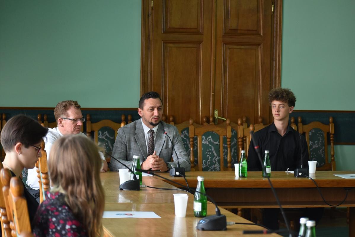 X Sesja Sanockiej  Młodzieżowej Rady Miasta  Sanoka odbyła się w zmienionym składzie - Zdjęcie główne