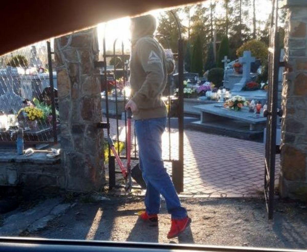 SANOK: Młodzi ludzie otworzyli wszystkie bramy na cmentarzu [VIDEO] - Zdjęcie główne