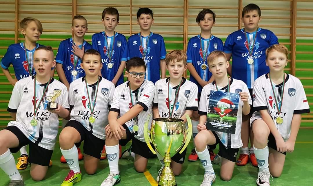 Akademia Piłkarska Wiki Sanok wygrywa turniej halowy - Zdjęcie główne