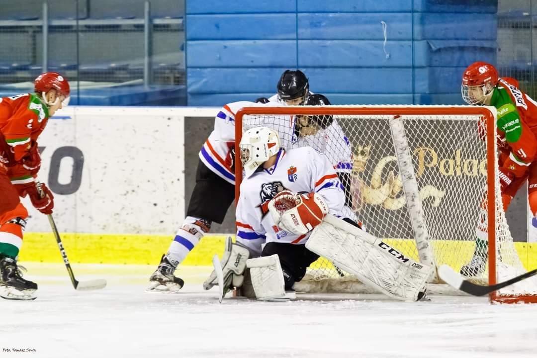 Wielkie emocje na meczu Niedźwiadków w Młodzieżowej Hokej Lidze - Zdjęcie główne
