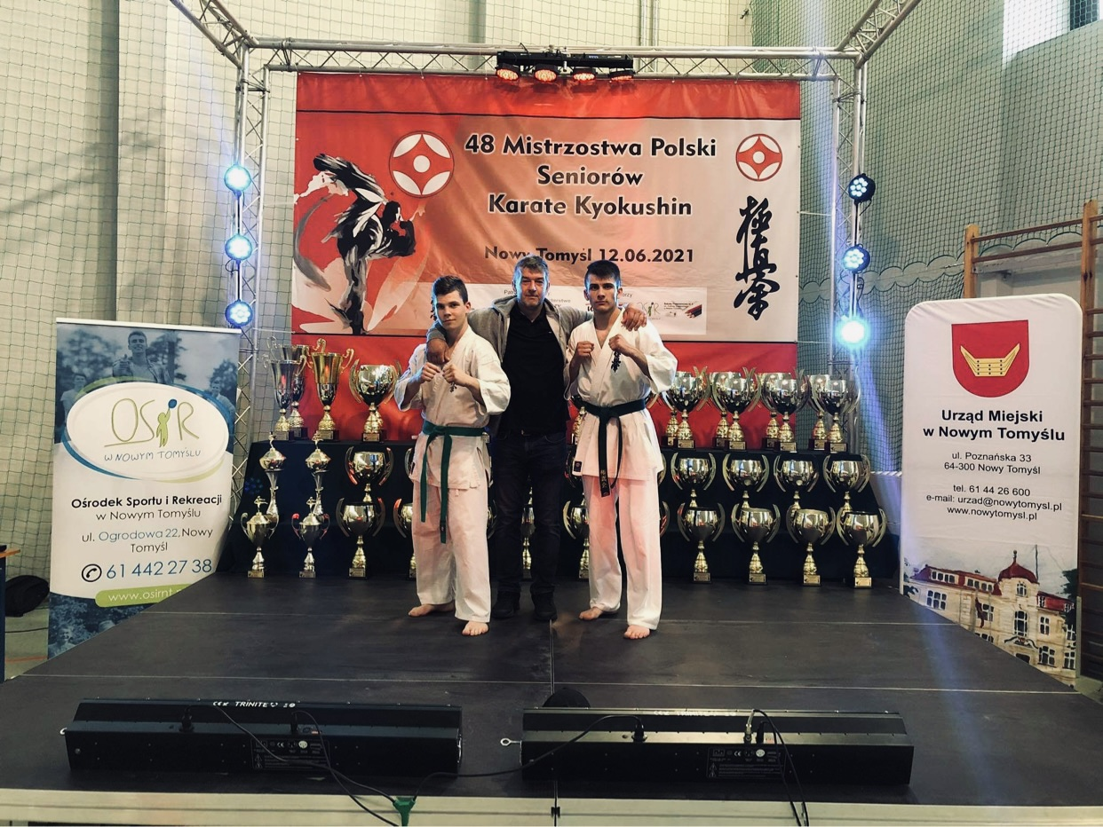 Reprezentanci UKS Karate Kyokushin Kumite Niebieszczany na Mistrzostwach Polski Seniorów  - Zdjęcie główne