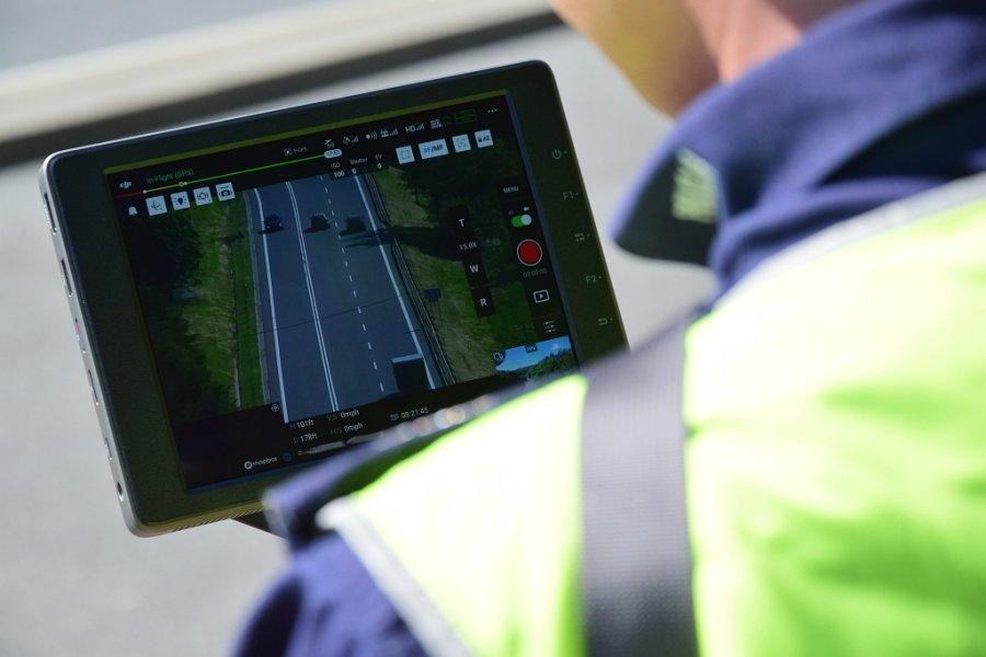 Nowy policyjny dron pomoże w bezpieczeństwie na drodze  - Zdjęcie główne