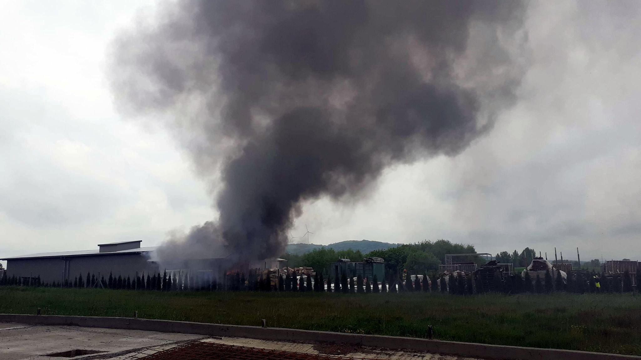 BUKOWSKO: Pożar drewnianego budynku socjalnego [WIDEO] - Zdjęcie główne