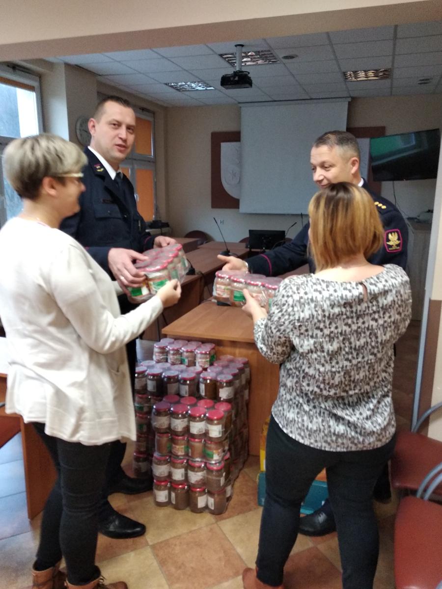 Drobne gesty, ogromna pomoc - dary żywnościowe dla ludzi z ubogich domów w Sanoku - Zdjęcie główne