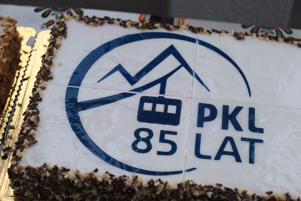 Na szczycie Kasprowego Wierchu dzisiaj rano pojawił się urodzinowy tort!  - Zdjęcie główne