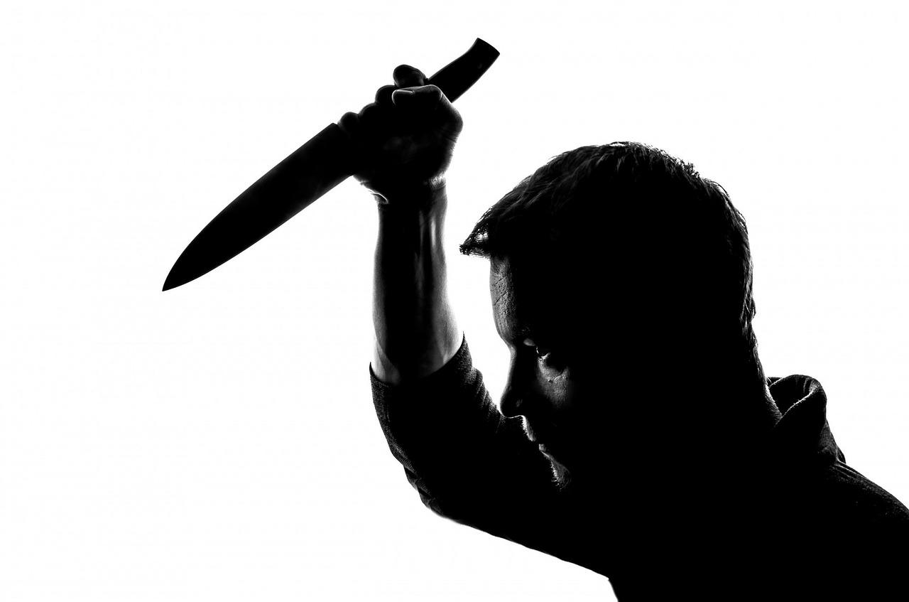 Rzucił się z nożem na lekarza! - Zdjęcie główne