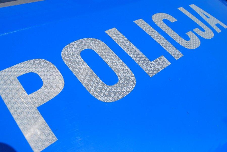 KRONIKA POLICYJNA: złodziej przetworów, kieszonkowiec w autobusie i kradzież fiata - Zdjęcie główne