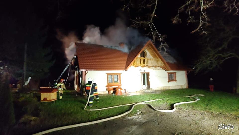 POWIAT LESKI: Pożar domu w Berezce [ZDJĘCIA] - Zdjęcie główne