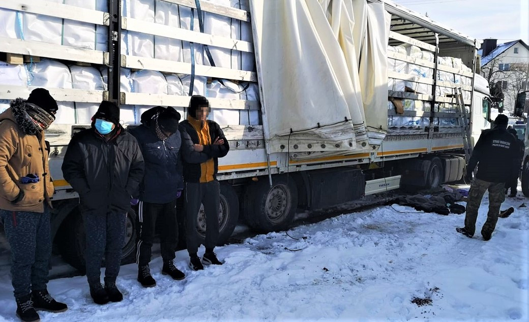 Strażnicy z placówki w Sanoku złapali imigrantów podróżujących w ciężarówce - Zdjęcie główne