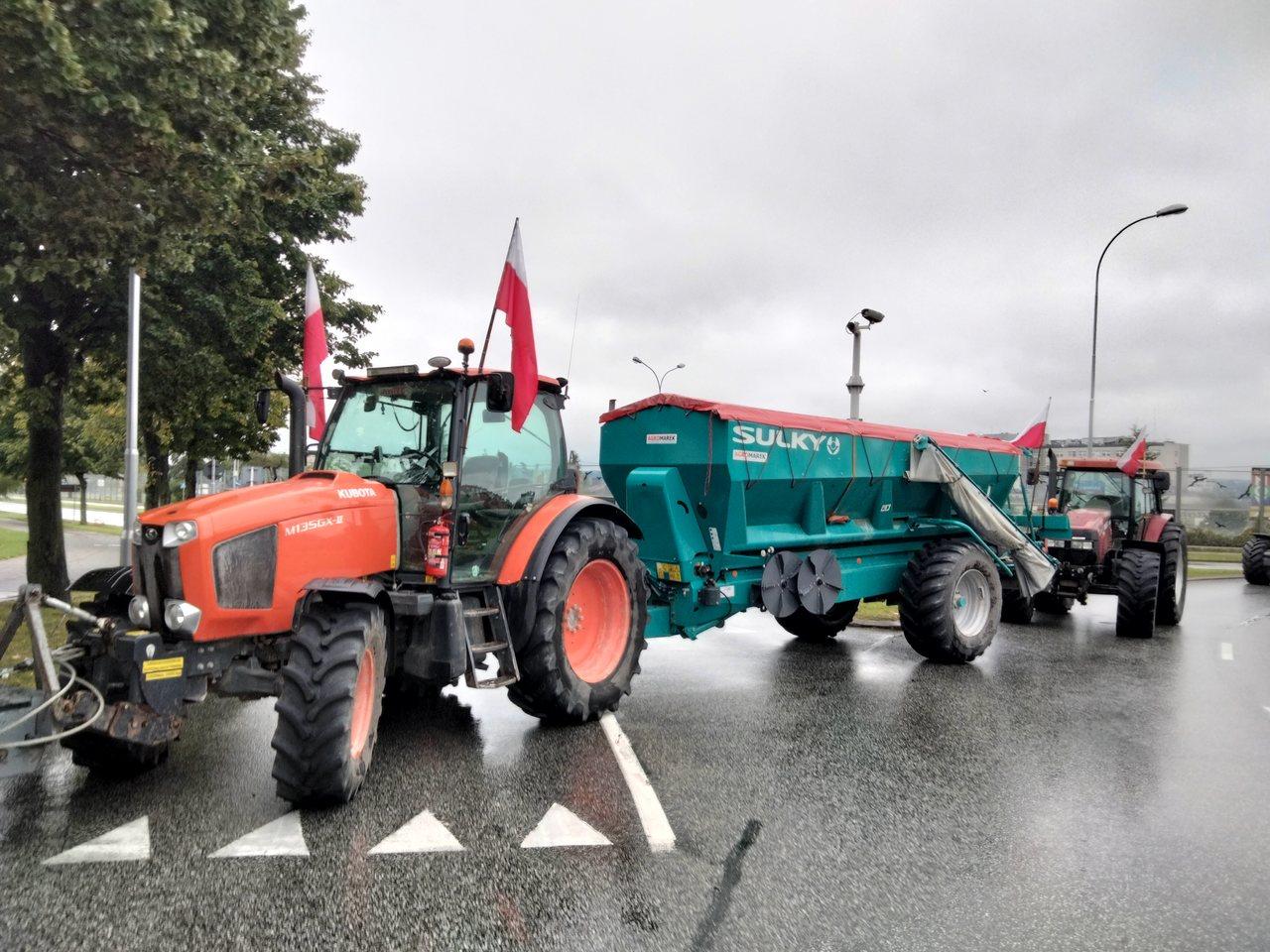 Rolnicy na ulicach stolicy Podkarpacia. Proszą Premiera o podjęcie z nimi rozmów [ZDJĘCIA] - Zdjęcie główne