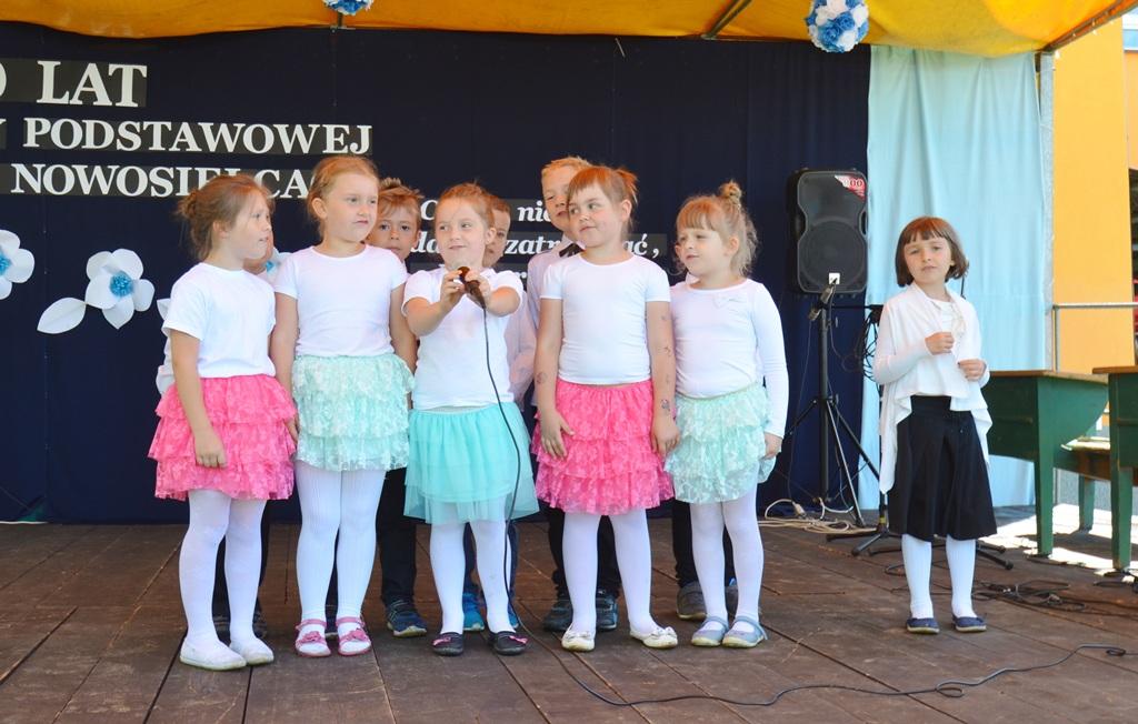 Mieszkańcy Nowosielec świętowali 150-lecie swojej szkoły FOTO - Zdjęcie główne