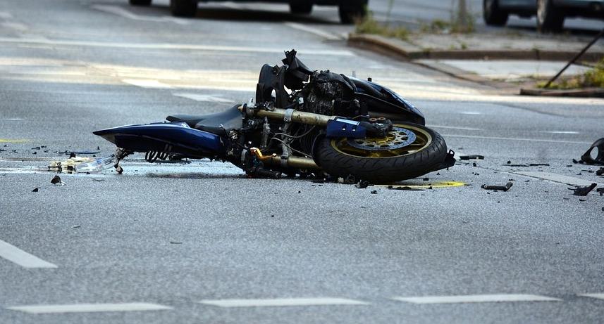 Z OSTATNIEJ CHWILI: Wypadek na serpentynach. Trwa akcja reanimacyjna motocyklisty! - Zdjęcie główne