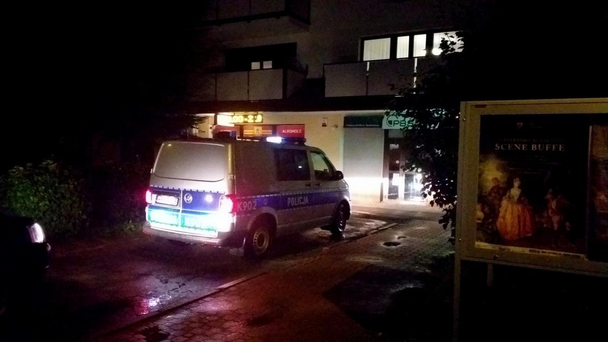 TERAZ : Napad rabunkowy na sklep przy ul. Jana Pawła II w Sanoku [ZDJĘCIA+VIDEO] - Zdjęcie główne