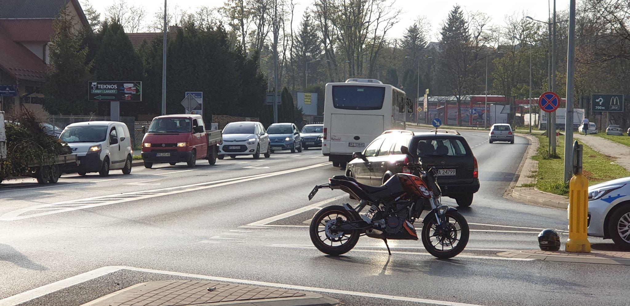 Z OSTATNIEJ CHWILI: Zderzenie Motocyklisty z osobówką [FOTO+VIDEO]  - Zdjęcie główne