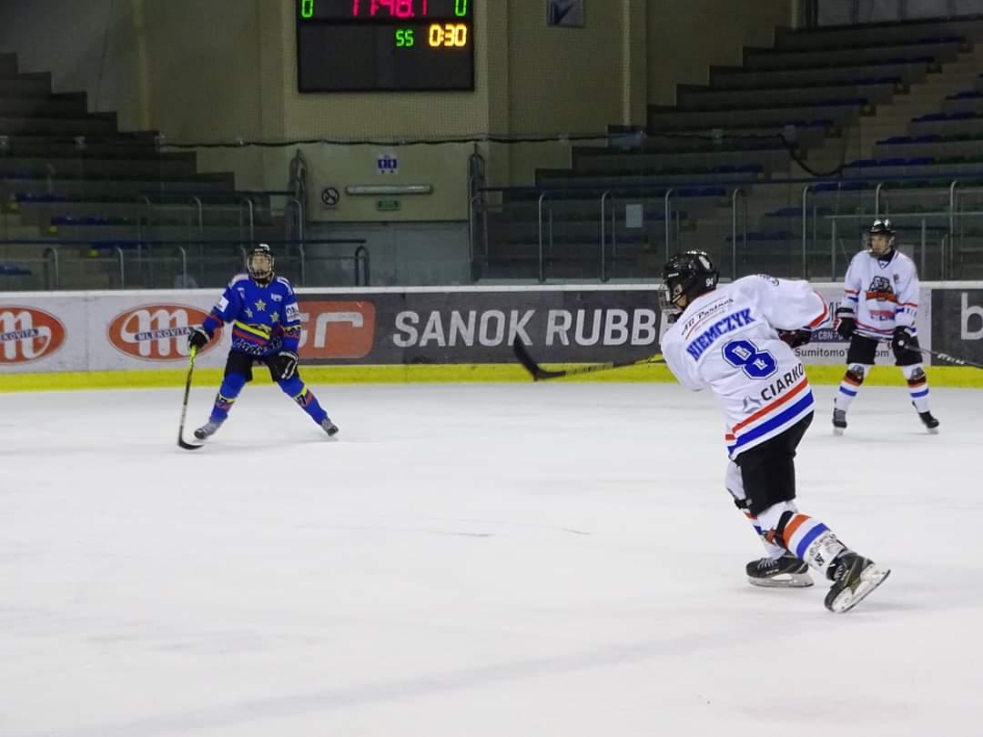 Niedźwiadki przegrywają z Podhalem w turnieju juniorów młodszych - Zdjęcie główne