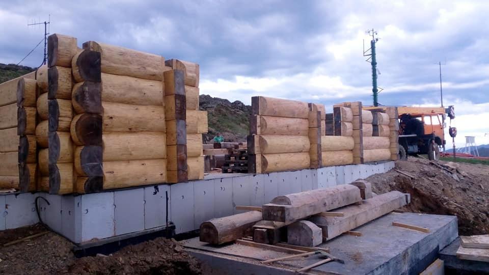 BIESZCZADY: Przebudowa kultowej Chatki Puchatka. Są już ściany schroniska [ZDJĘCIA] - Zdjęcie główne